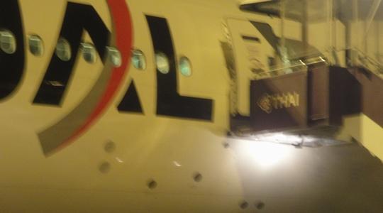 長いフライトを終え、スワンナプーム国際空港へ到着