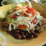 タオ島でイサン料理を食べる