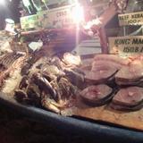 生命に満ち溢れる海の世界を見た後は魚介類の料理