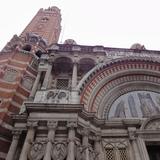 荘厳なウェストミンスター大聖堂でミサに参加
