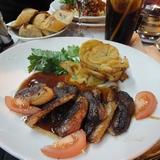 雨のシャンゼリゼ通りで食べる本場のフランス料理は格別