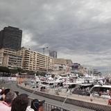 2010 F1 モナコGP 決勝 スタート直前 山のほうの雲が気になる
