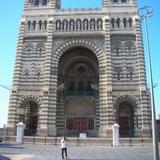 マルセイユにはちょっと似合わない立派な教会