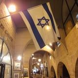アラブのスークから急に雰囲気の変わるユダヤ人地区