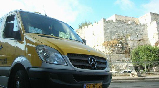 ダマスカス門前のアレンビー橋行きのセルビス