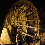 ギーギーと大きな音をたてるハマの巨大な水車