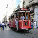 イスティクラール通りのトラム