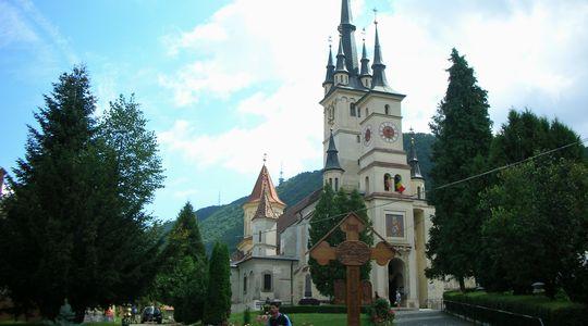 ポップな外観の聖ニコラエ教会