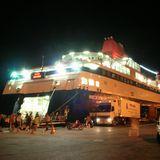 分かりづらいピレウス港のミコノス島行きフェリー