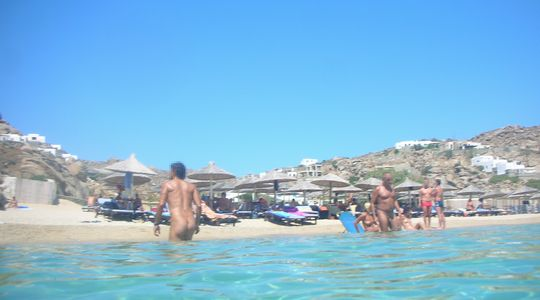 ミコノス島のヌーディストビーチ スーパー・パラダイス・ビーチ