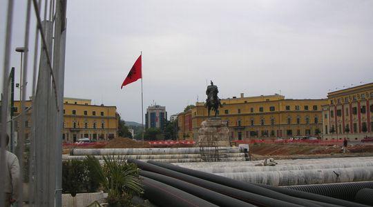 ティラナの中心、スカンデルベグ広場はあいにくの工事中