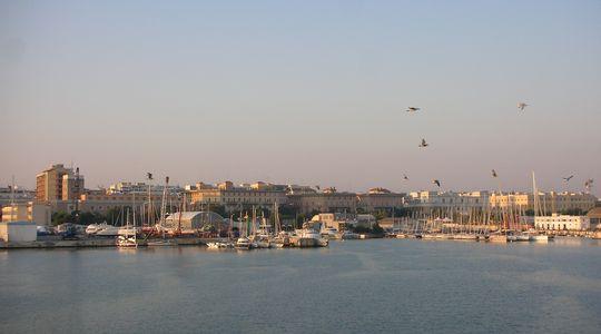 バーリ港からイタリアへ上陸!バーリ港は意外と地味