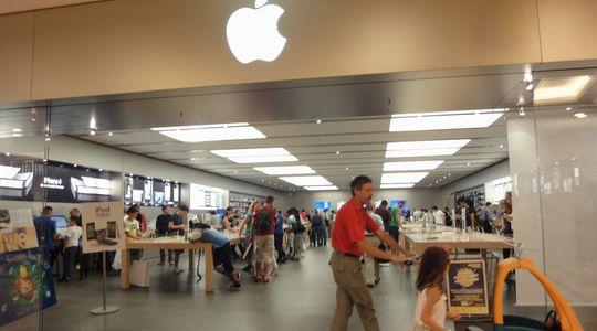 ローマのApple Store iPhoneもiPadもバンバン売れていく