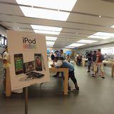 ローマのApple Store 結構混んでる