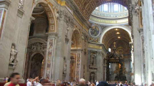 建物、彫刻がすばらしいサン・ピエトロ寺院