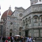フィレンツェのドゥオーモ広場は色鮮やか