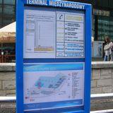 クラクフの空港から最寄の駅まで無料のシャトルバスが運行