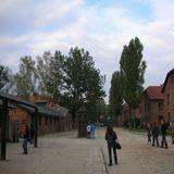 アウシュビッツの点呼が行われていた広場と集団絞首台
