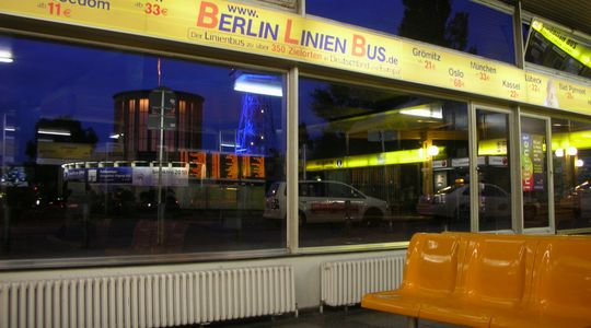 ベルリンのバスターミナル 待合所がちゃんとあり夜明かしも可能