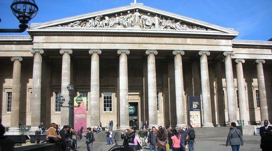 立派な外観の大英博物館