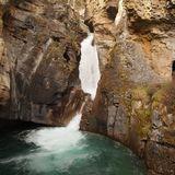 ジョンストン渓谷の滝は迫力満点