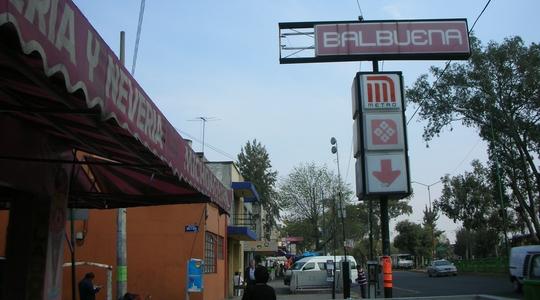 メキシコシティからタパチュラへの2等バス乗り場があるBalbuena駅