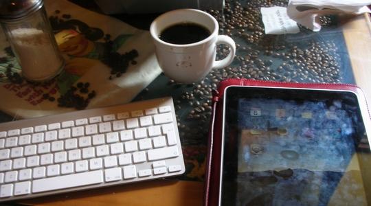 アンティグアのカフェでインターネットとおいしいコーヒー