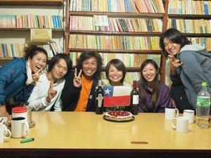 海鮮ディナーの後は皆でサコちゃんの誕生日パーティー