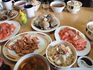 帆立に蟹に鮭。ビーニャの新鮮な魚介を食する