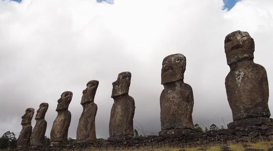 イースター島の神秘的なモアイ