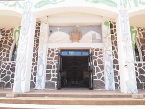 イエス・キリストとマケマケが共存するイースター島の教会