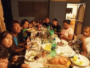 イースター島の安宿 Residencial Petero Atamu で年越しパーティ