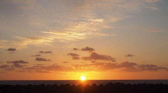 2011年の初日の出をイースター島で拝む