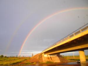 メンドーサからブエノスアイレスへの夜行バスで立派な虹が
