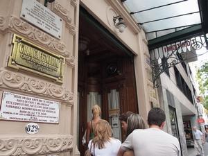 ブエノスアイレスのカフェ・トルトーニはカフェなのに長蛇の列