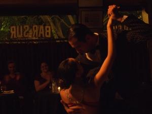 Bar Surのタンゴは至近距離での踊りのため臨場感がハンパない