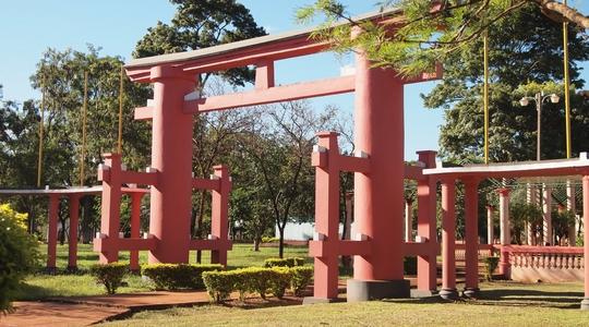 イグアス移住区の町のシンボルの鳥居