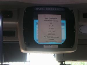 ペソやドル、レアルなど各国の通貨で支払い可能なバス運賃