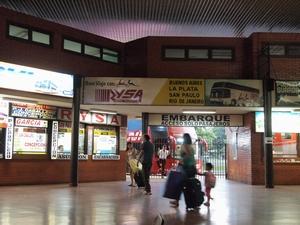 シウダー・デル・エステのバスターミナル。ここからアスンシオン方面へ41kmがイグアス移住地