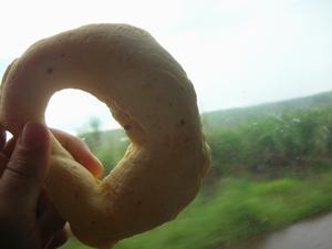 パラグアイ名物チパ。中がもちもちしておいしいチーズ入りのパン