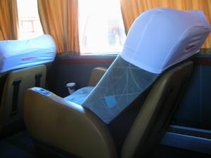 南米の高級バス。カマの3列シート