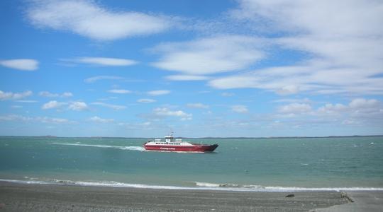 リオ・ガジェゴスからウシュアイアへ。バスでマゼラン海峡を渡る