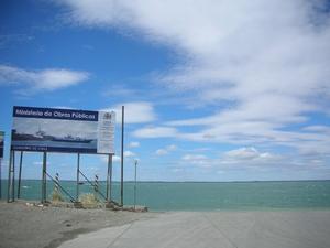 ここでバスごとフェリーに乗り込みマゼラン海峡を渡る