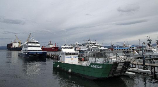 ウシュアイアの港。ここから南極へ向けて船が出る
