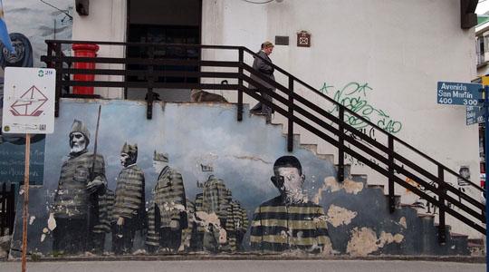 ウシュアイアの街で有名な郵便局の壁画