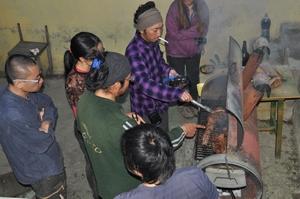 上野山荘でアサド。肉の塊をじっくり焼く。