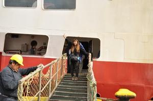 南極上陸ツアー Antarctic Dream号に乗り込む