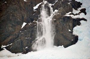 隣の山では雪崩が時々発生