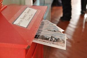 元イギリス南極基地Port Lockroyから日本への郵便を投函