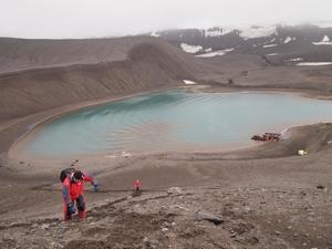 閑散とする南極のDeception Islandへ上陸